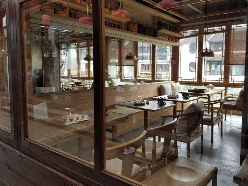 上海近郊の七宝老街。蒲匯塘沿いのカフェ。