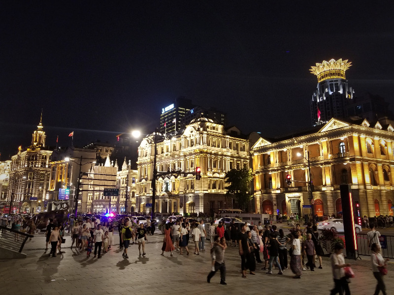 上海観光・夜の外灘・洋館のライトアップ