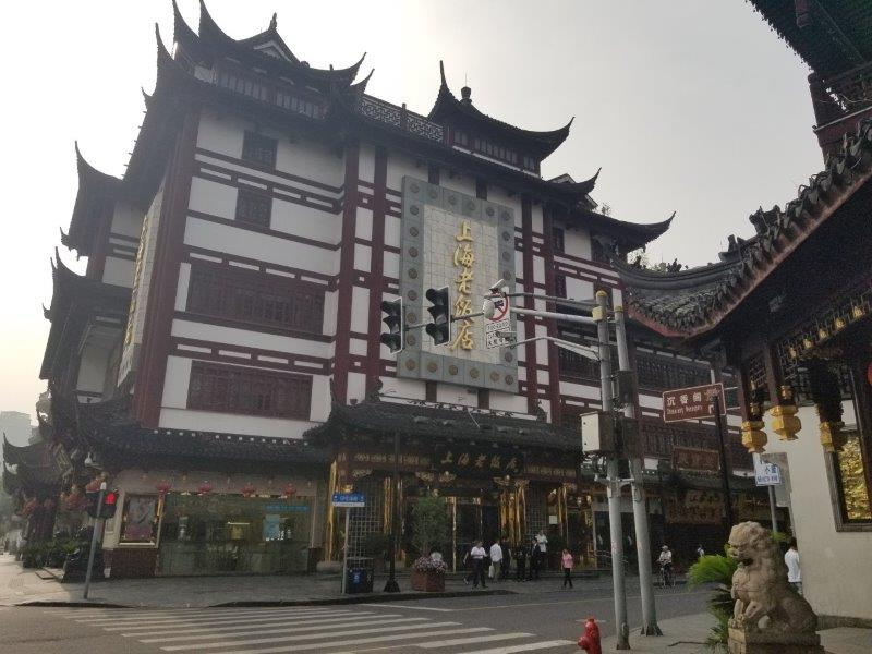 上海の観光スポット「豫園商城」。上海老飯店。