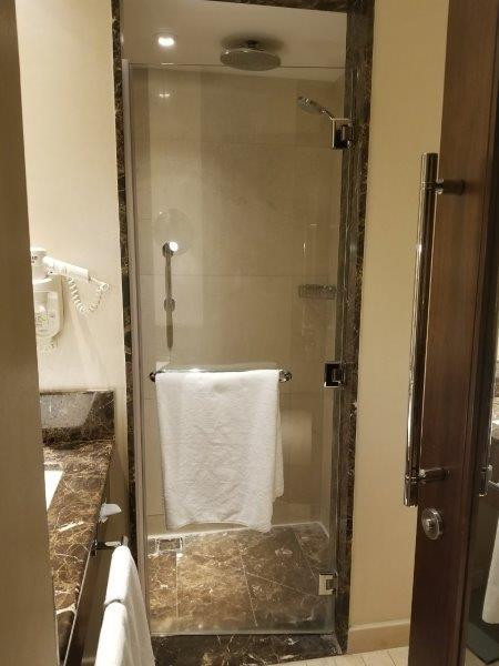 ヨルダンのインターコンチネンタルホテル・アンマン(InterContinental Amman)。バスルーム。。