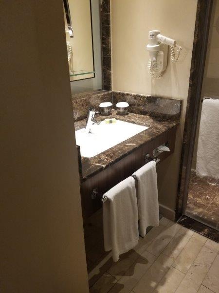 ヨルダンのインターコンチネンタルホテル・アンマン(InterContinental Amman)。バスルーム。