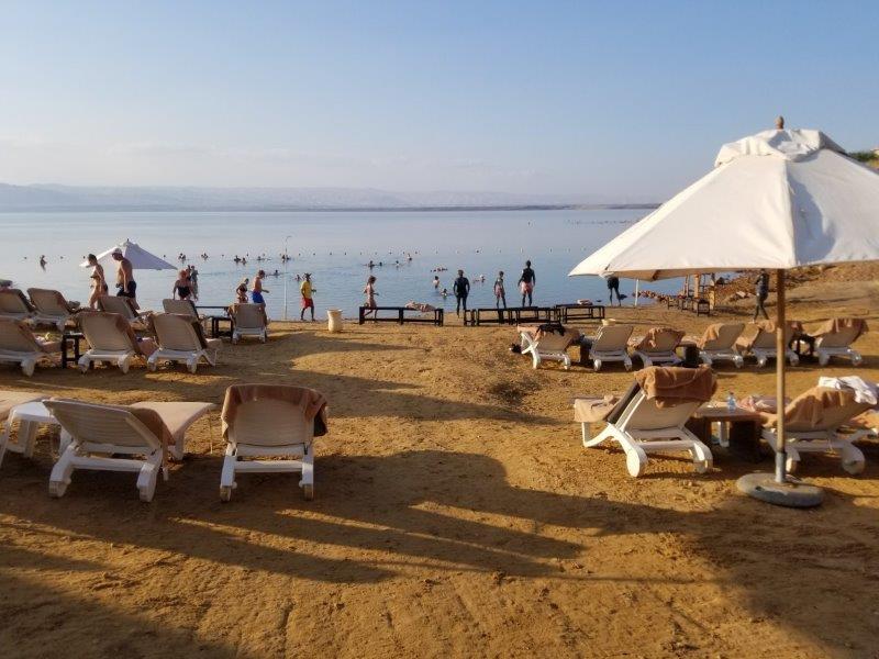 ヨルダンの死海リゾート。ケンピンスキー ホテル イシュタール デッド シー(Kempinski Hotel Ishtar Dead Sea)。浮遊体験。
