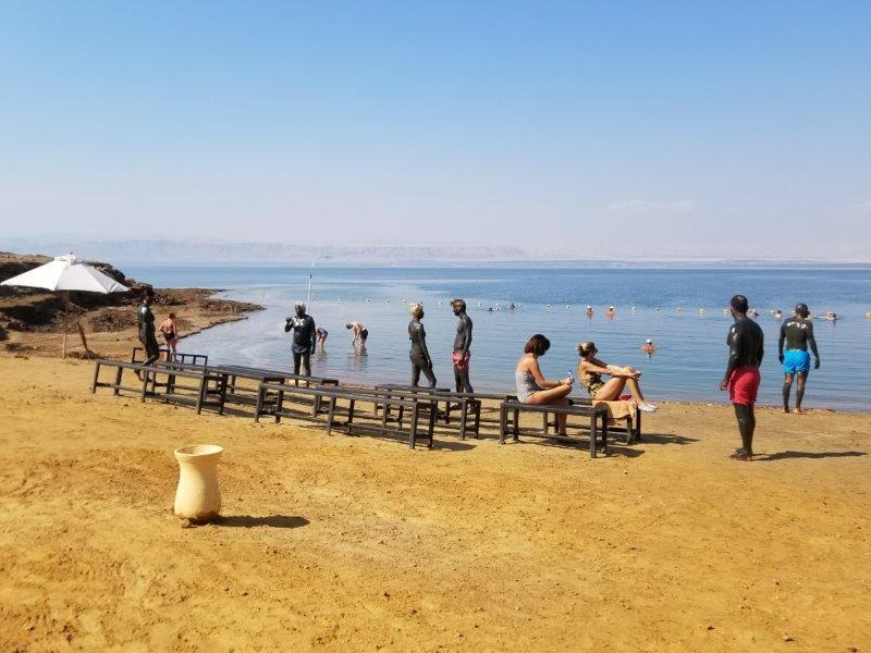 ヨルダンの死海リゾート。ケンピンスキー ホテル イシュタール デッド シー(Kempinski Hotel Ishtar Dead Sea)。浮遊体験と泥パック。