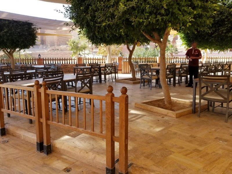ヨルダン旅行・ペトラのレストラン「The Basin」