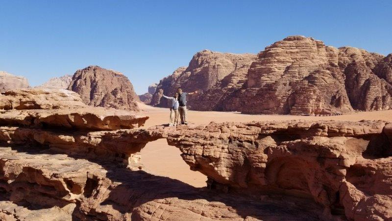 ヨルダン旅行。4WD でワディ・ラムの砂漠ツアー。