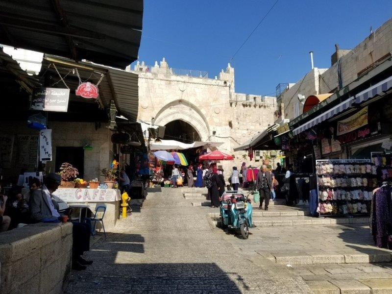 イスラエル旅行・エルサレムのダマスカス門の繁華街