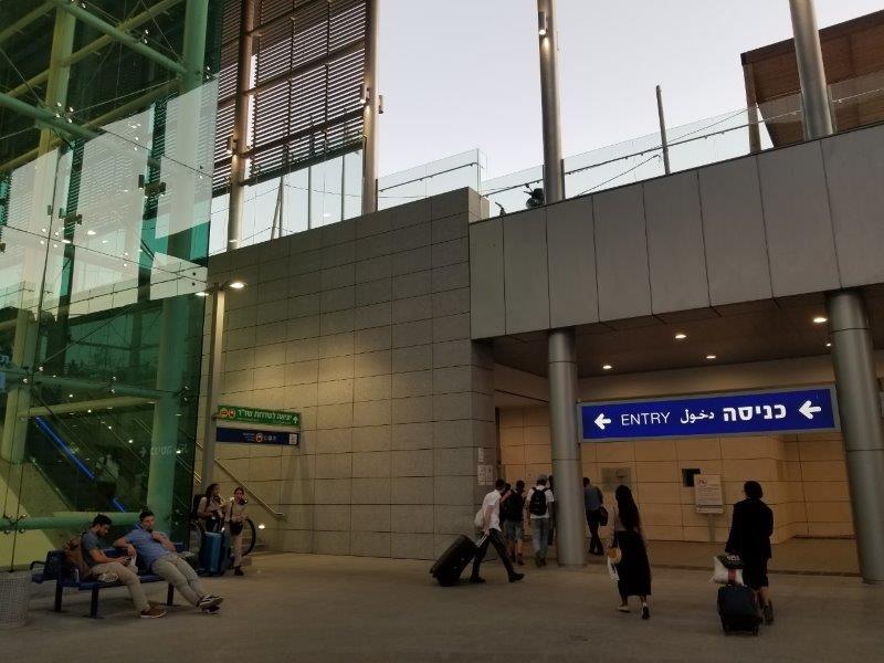 イスラエル旅行・エルサレムの空港直通列車・Yitzhak Navon 駅