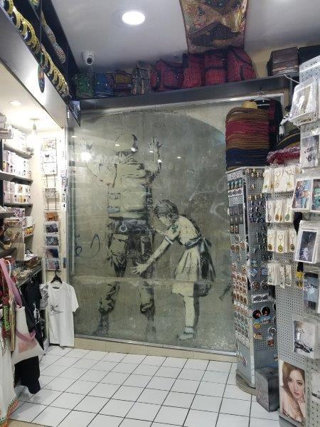 イスラエル旅行・ベツレヘムのバンクシー(Banksy)の落書き