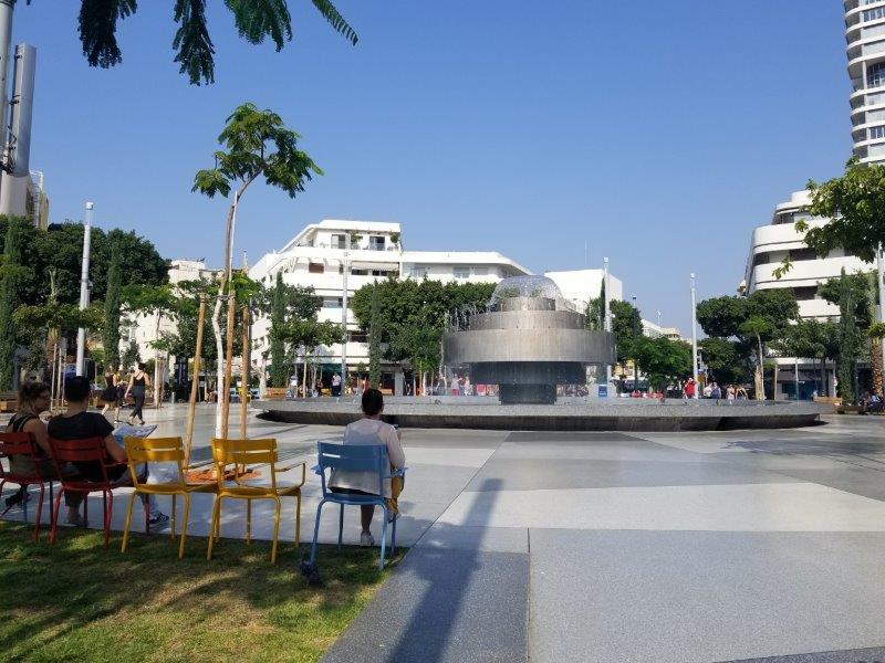 イスラエル旅行・テルアビブのディゼンゴフ広場