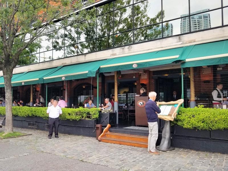 ブエノスアイレスのレストラン「カバーニャ・ラス・リラス」