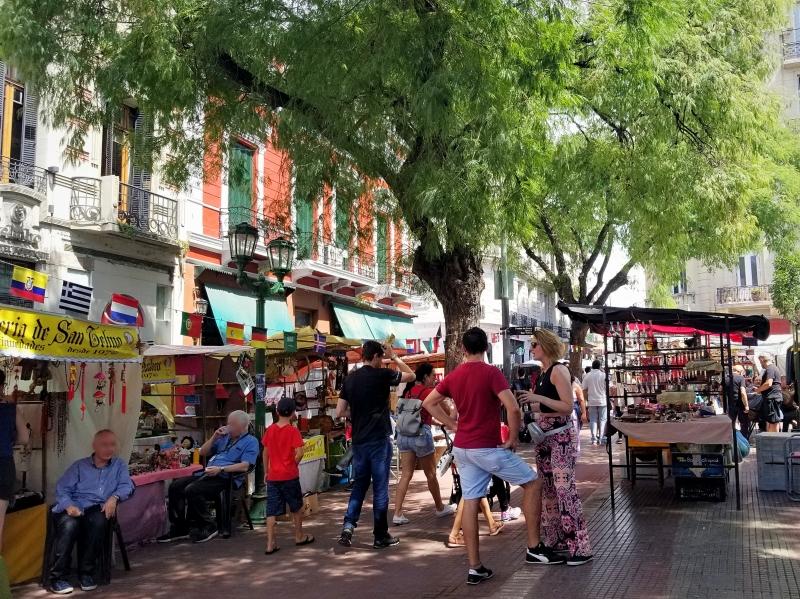 ブエノスアイレス・ドレーゴ広場の骨董品市