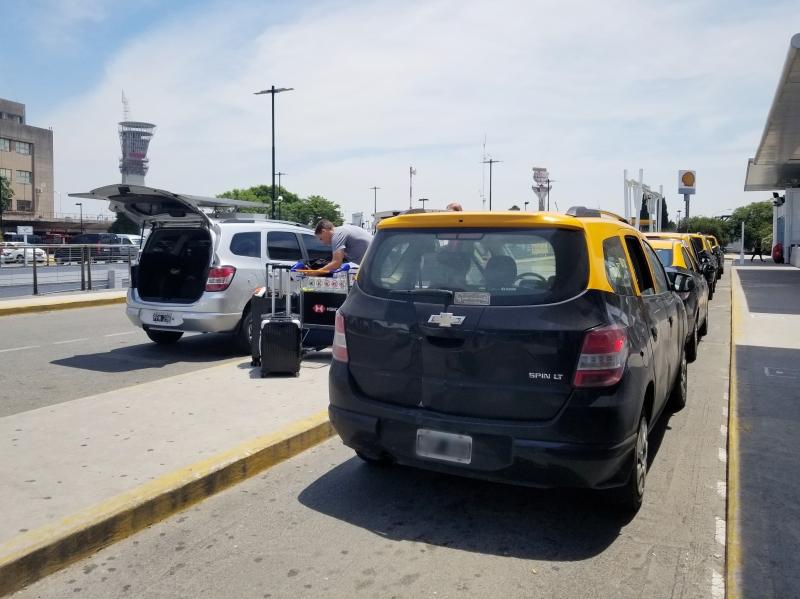 ブエノスアイレス・エセイサ国際空港のタクシー乗り場