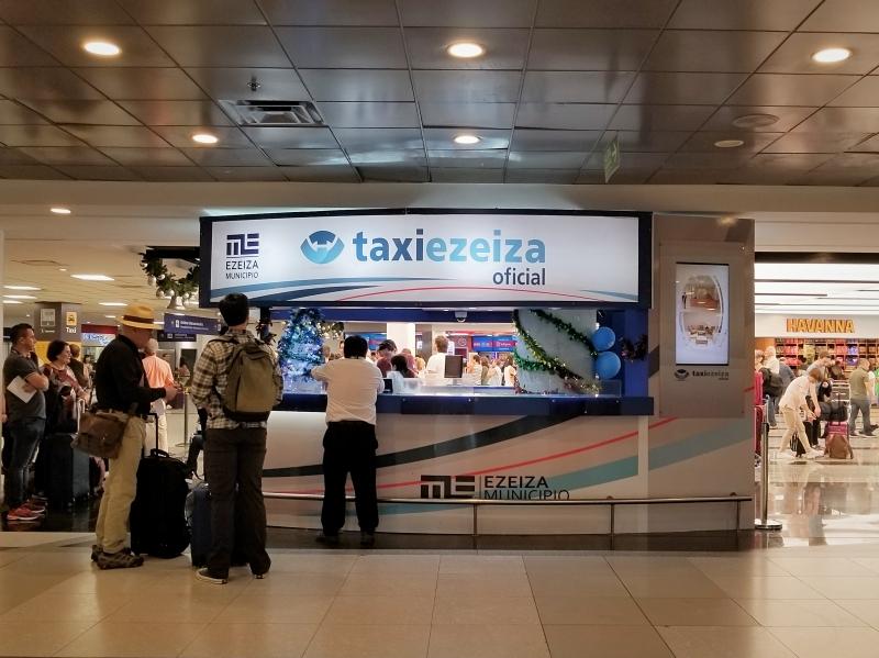 ブエノスアイレス・エセイサ国際空港のタクシーカウンター