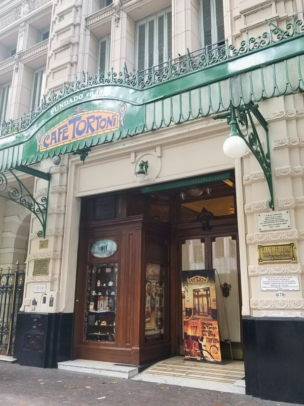 ブエノスアイレス最古のカフェ「カフェ・トルトーニ」