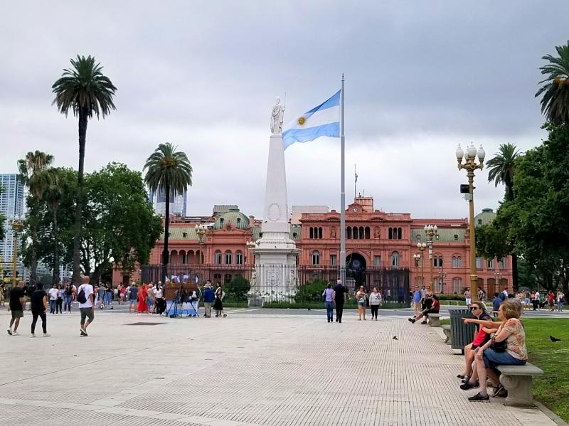 アルゼンチン観光・ブエノスアイレスの5月広場と大統領官邸