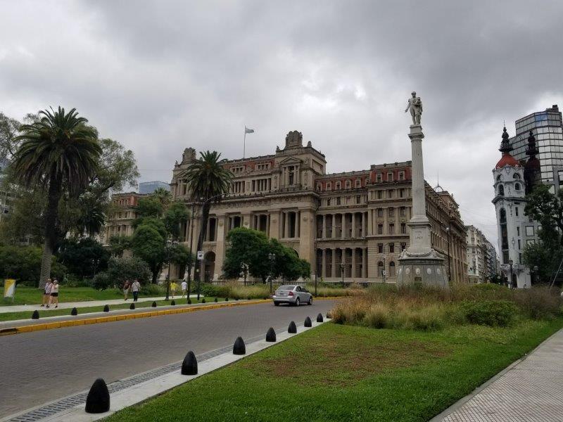 ブエノスアイレスの広場「Plaza Lavalle」