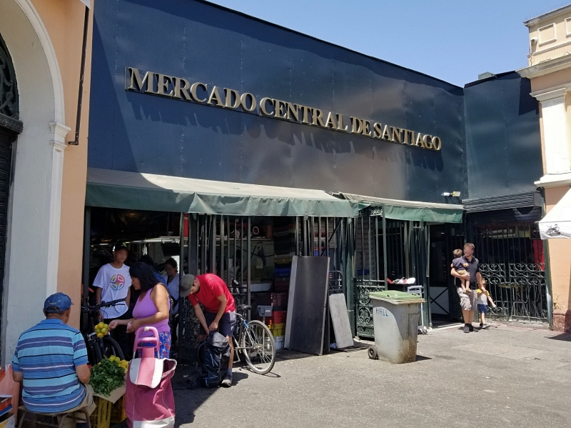 チリの首都サンティアゴ観光「中央市場」