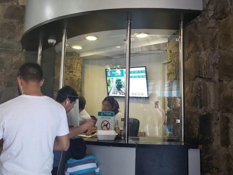 チリの首都サンティアゴ観光「ケーブル鉄道・フニクラール」