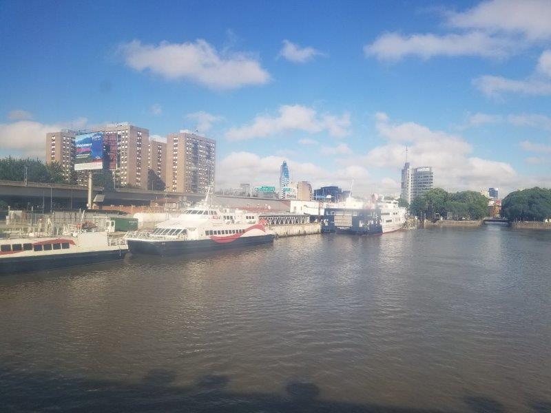 ブエノスアイレスとウルグアイを結ぶフェリーの港