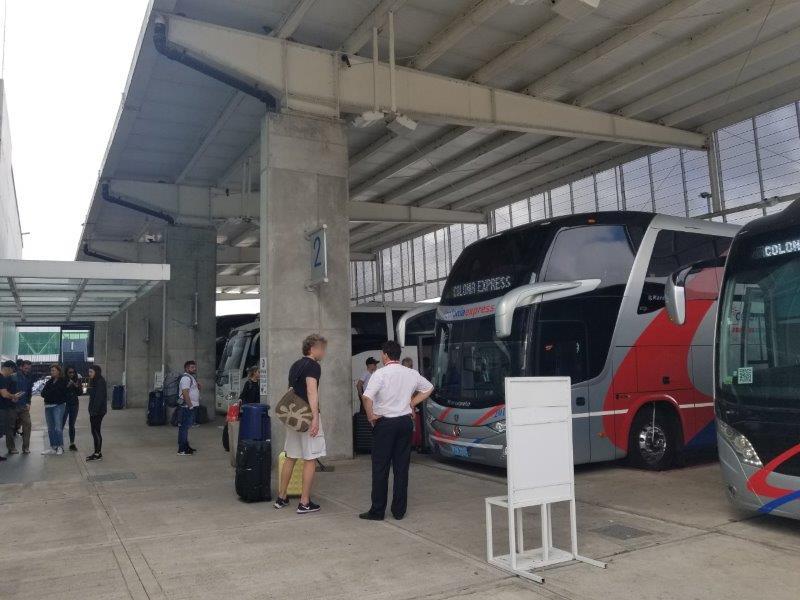 コロニアル・デル・サクラメントのフェリーと観光バスのターミナル