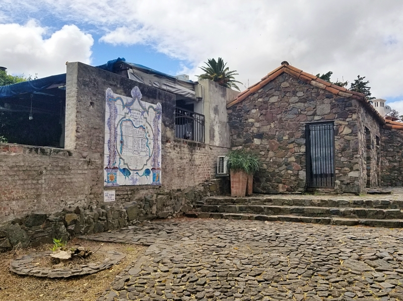 ウルグアイ観光「コロニアル・デル・サクラメント」のタイル博物館