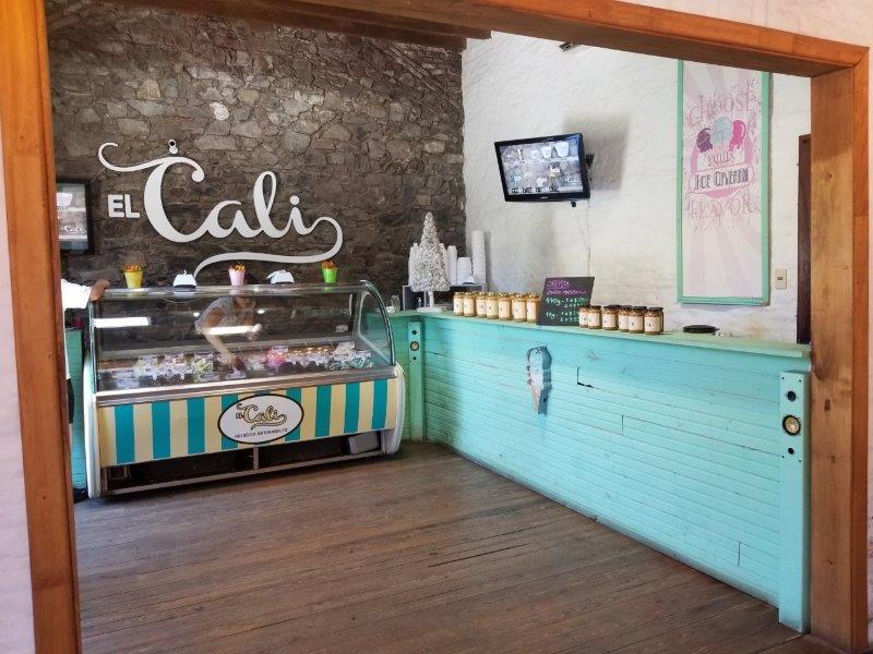コロニアル・デル・サクラメントのアイスクリームショップ