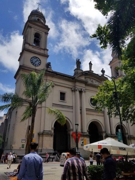 ウルグアイ・モンテビデオ観光「マトリス教会」