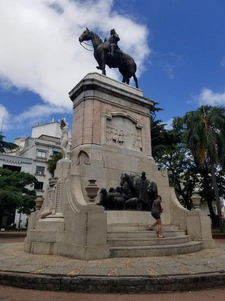 ウルグアイ・モンテビデオ観光「Plaza Zabala」