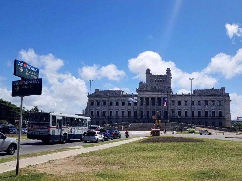 ウルグアイ・モンテビデオ観光「国会議事堂」