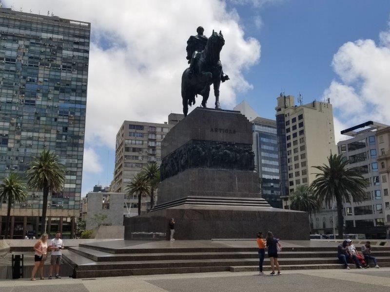 ウルグアイ・モンテビデオ観光ウルグアイ・モンテビデオ観光「アルティガス像」
