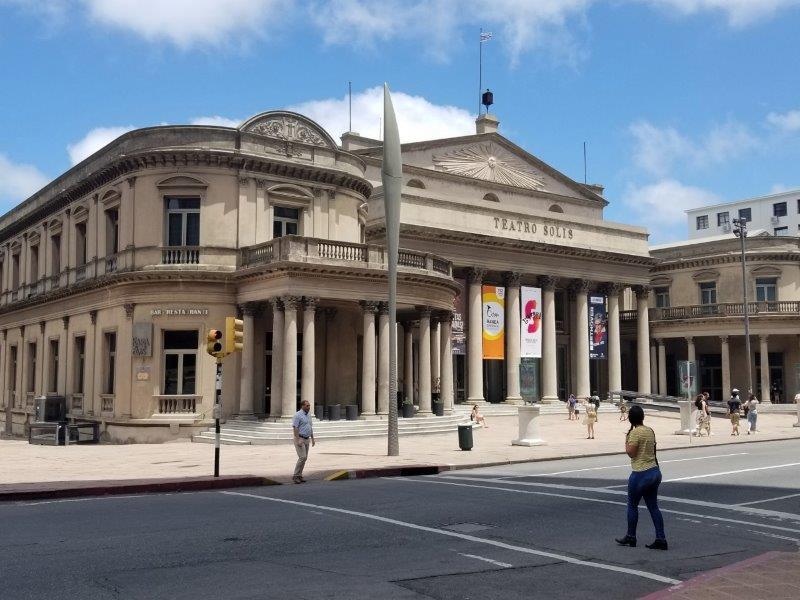 ウルグアイ・モンテビデオ観光「ソリス劇場」