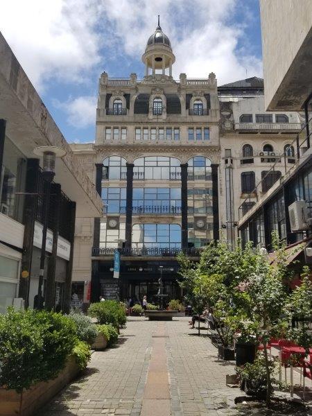 ウルグアイ・モンテビデオ観光「Edificio Pablo Ferrando」