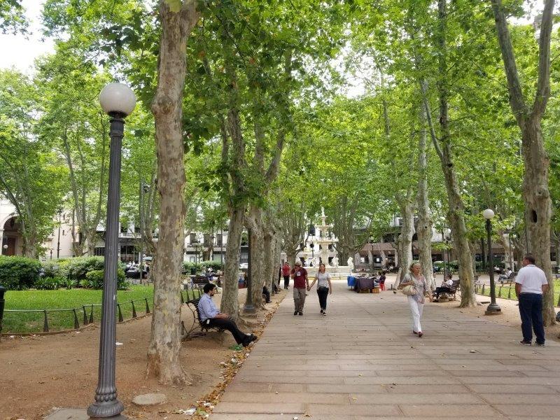 ウルグアイ・モンテビデオ観光「Plaza Martiz」