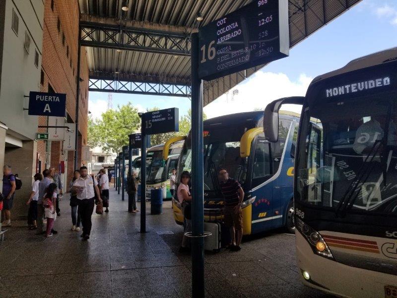 ウルグアイ・モンテビデオの「トレス・クルセス・バスステーション」