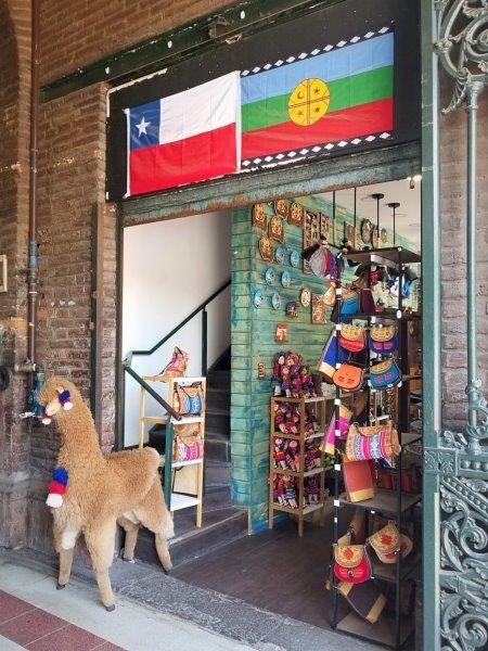 チリ・サンティアゴ観光。中央市場「Mercado Central de Santiago」。
