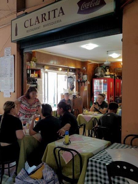 チリ・サンティアゴ観光。中央市場のシーフードレストラン。