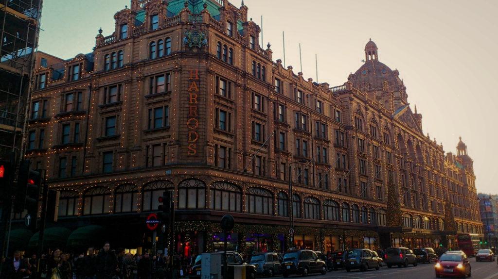ロンドンの老舗高級百貨店ハロッズ (Harrods)