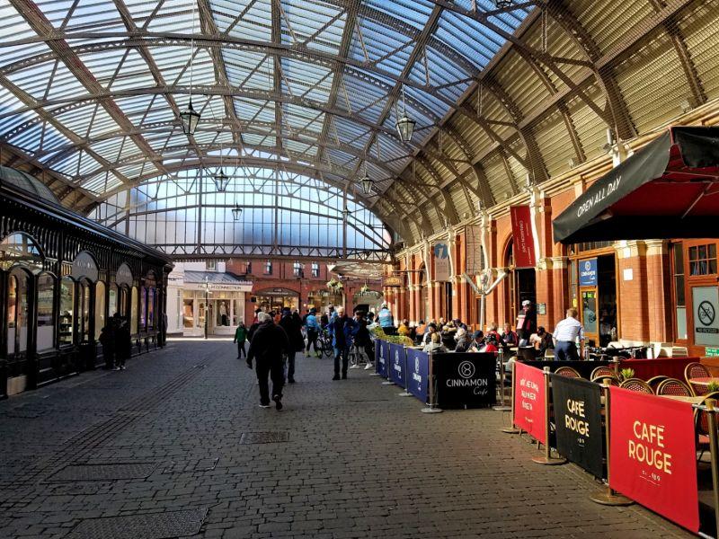 イギリス・ウィンザー駅のショッピング街