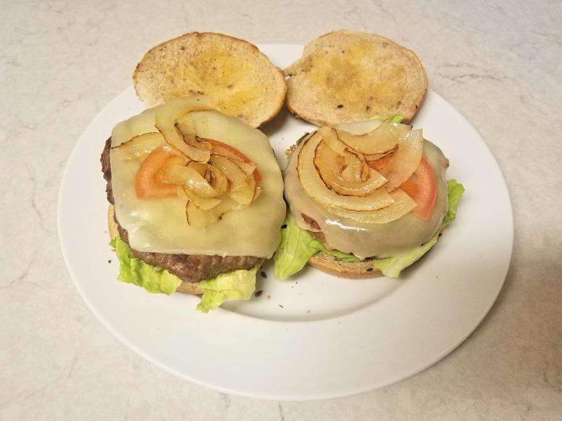 ハンバーガー vs ベジバーガー (Beyond Burger) 比較
