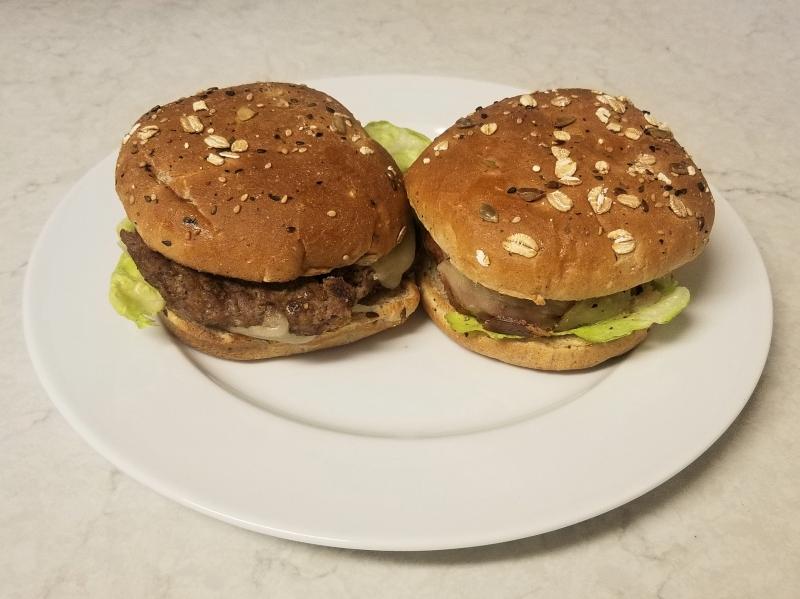 ハンバーガー vs ベジタリアンバーガー (Beyond Burger) 比較